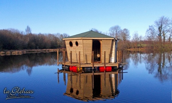 Glehias Carp Fishing in France with Cabin