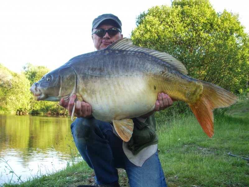 Notaires carp fishing in france with accommodation