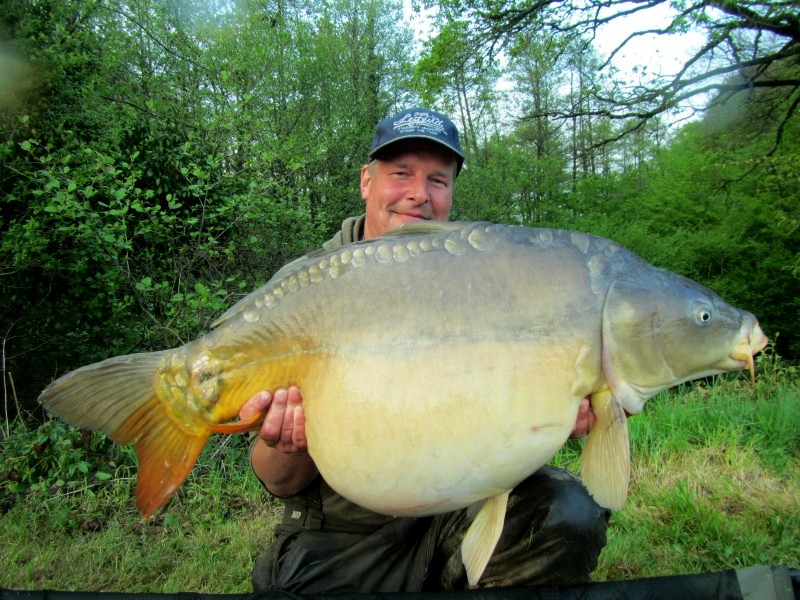 Alder Carp Fishing in France Lake Record