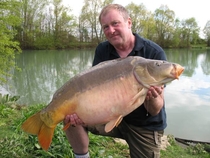 Tips on Carp Fishing Blue Lake, a 15 acre French Gravel ...