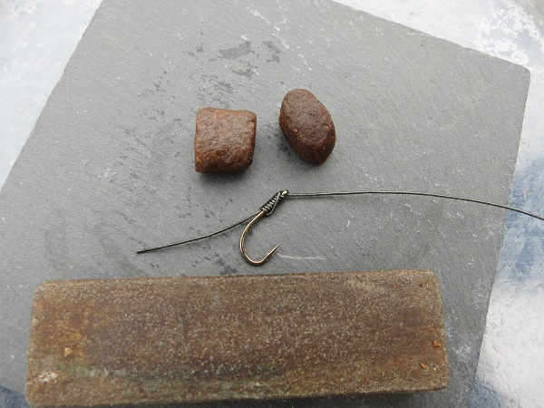 The knot less hair rig on a size 6 Drennan super specialist hook, with rubbing block and 2 Elips pellets