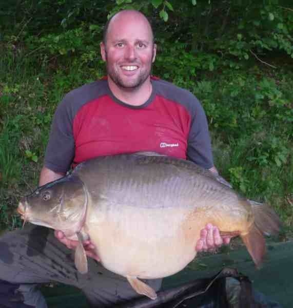 Vaux Carp Fishing Holiday in France