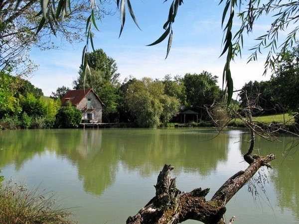 Carp fishing with accommodation in france