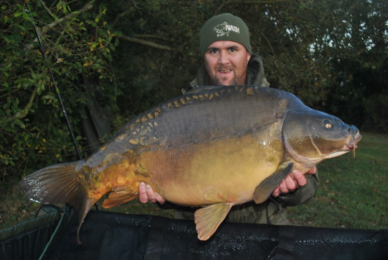 43lb8oz pretty mirror carp from Villefond