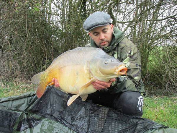 French carp fishing at Villefond mirror