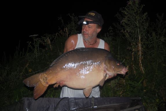 big carp fishing at French lake Bletiere