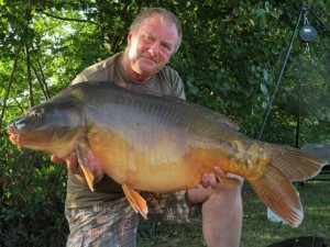 Down to 1 rod and the bigger fish came on the feed. This one took the scales to 34lb 8oz