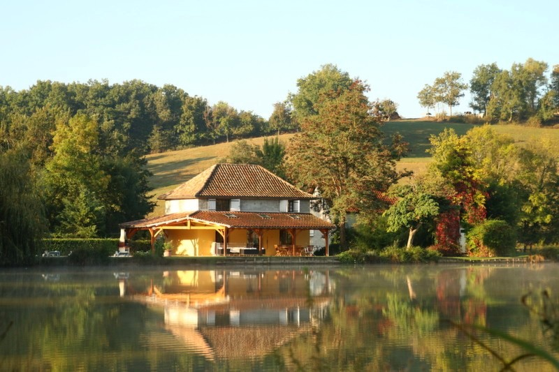 carp fishing lake in France with accommodation