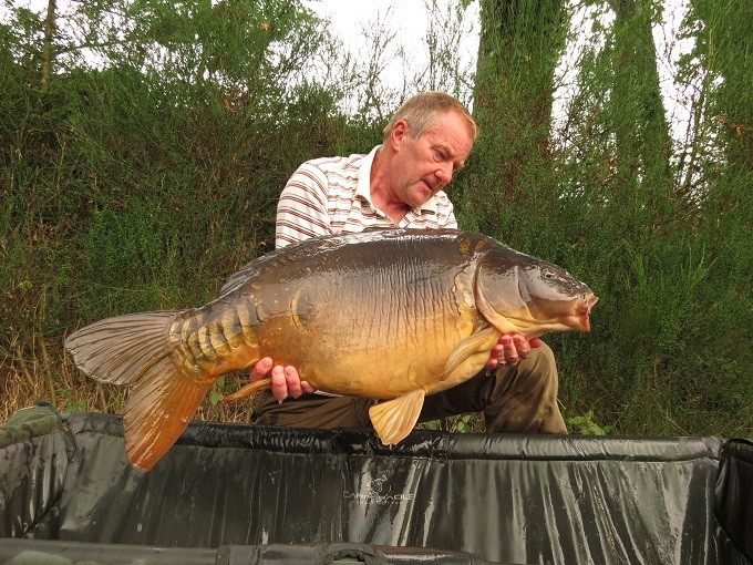 Paul Cooper with a 32lb 8oz mirror carp from Vaux lake in France