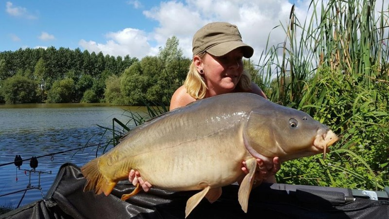 lillypool carp fishing in france with accommodation