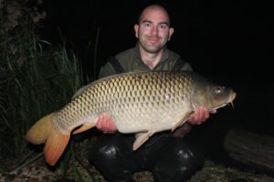 mike-linstead-with-a-33lb-common-carp-from-brocard-large-lake